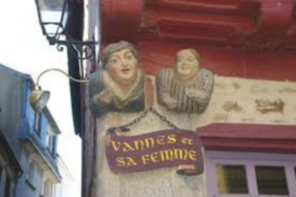 Vannes_et_safemmmeimagesV0GZJ8X3